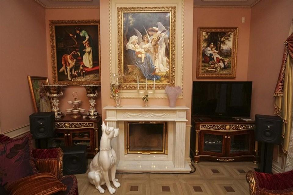 Yanukoviç'in villasına el konuldu