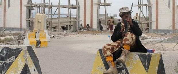 yemen-hadi-husi-aden250315