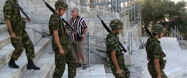 Yunan askerin maaşını Rumlar ödeyecek