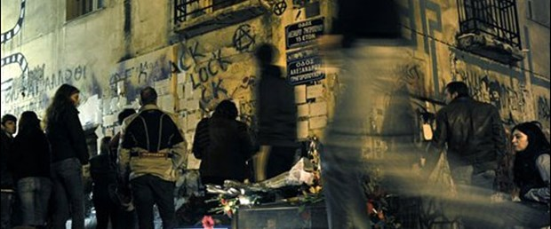 Yunan halkı Karamanlis'i sorumlu tutuyor