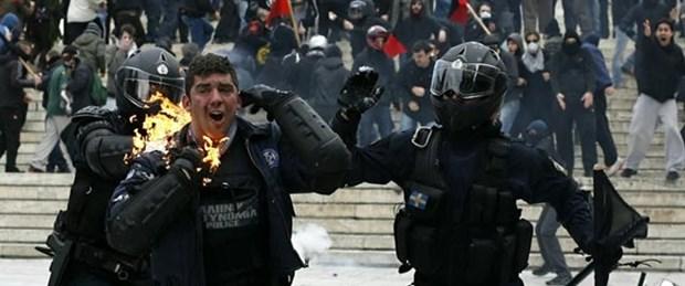 Yunan halkı olası bir kaosa karşı silahlanıyor