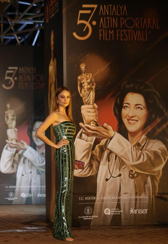 Altın Portakal Film Festivali kırmızı halı geçişiyle başladı - 12