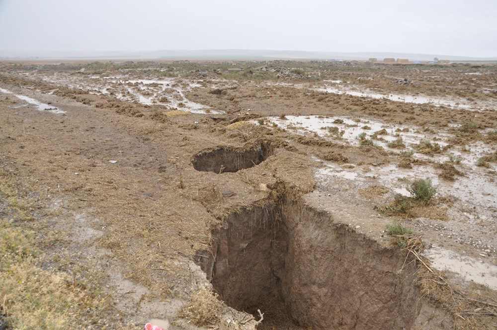 AFAD inceleme başlattı: Konya'da yağmur sonrası dev yarıklar oluştu - 1