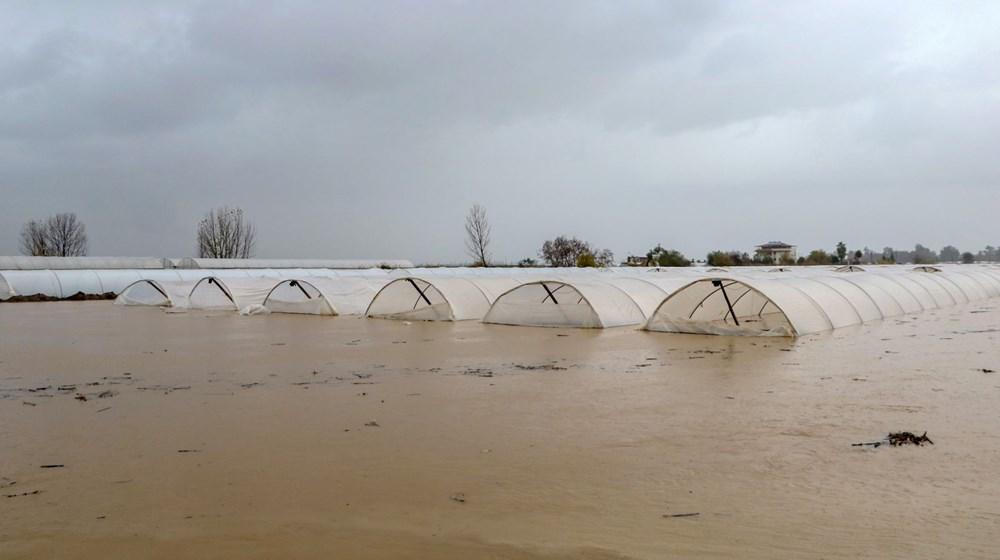 Antalya'da sağanak: Tarım alanları su altında kaldı - 2