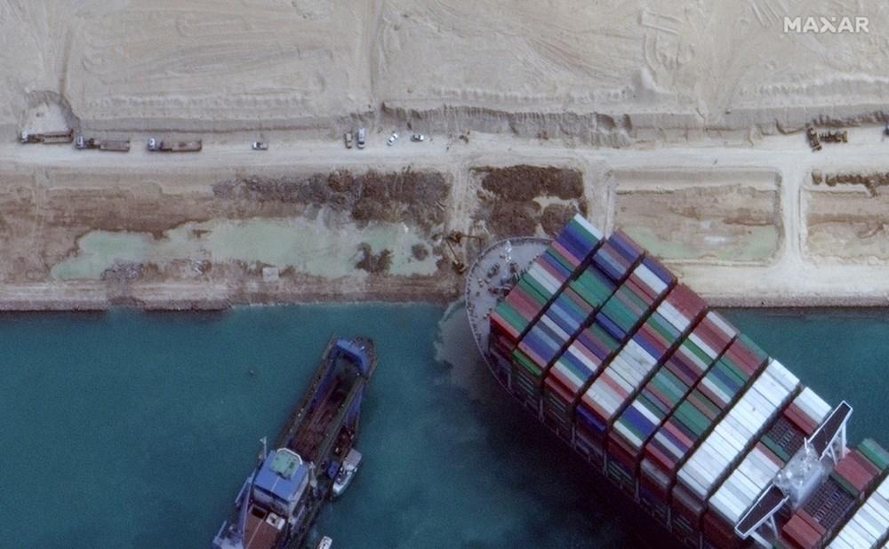 Süveyş Kanalı 6. günde kısmen açıldı: Ever Given gemisi yüzdürüldü - 9