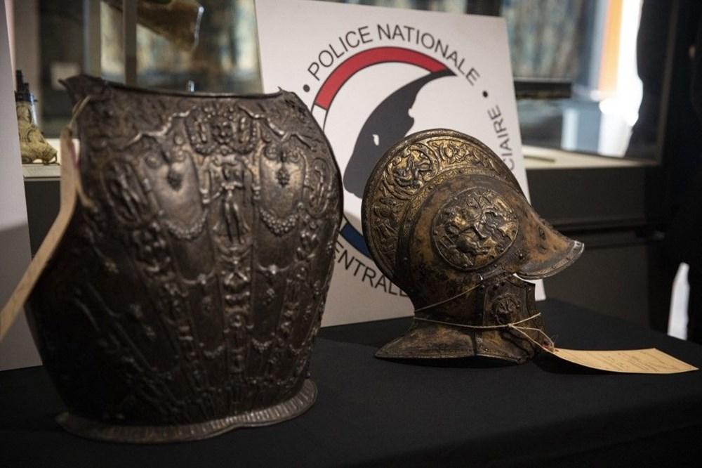 Louvre Müzesi'ndeki kayıp zırh ve miğfer 38 yıl sonra bulundu - 4