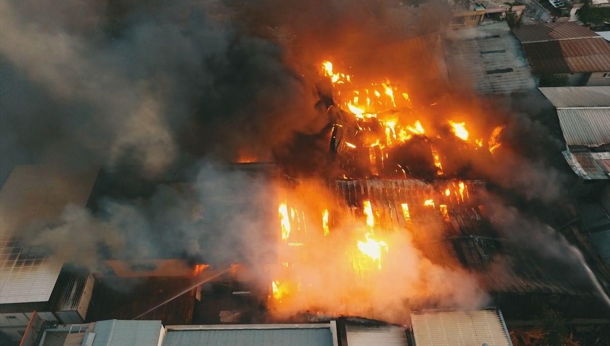 Tekstil fabrikasında çıkan yangın 5 tesise sıçradı
