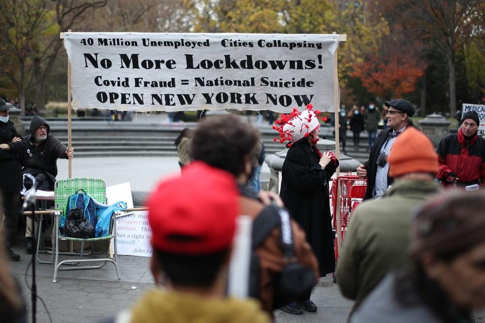 New York'ta karantina karşıtları maske yaktı - 8