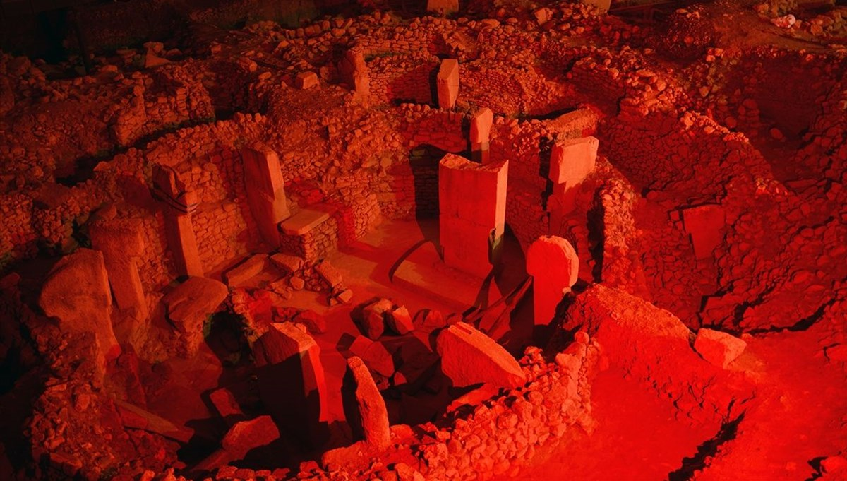 Türkiye'nin sembol yapıları kırmızı ışıkla aydınlandı: Galata Kulesi, Göbeklitepe...