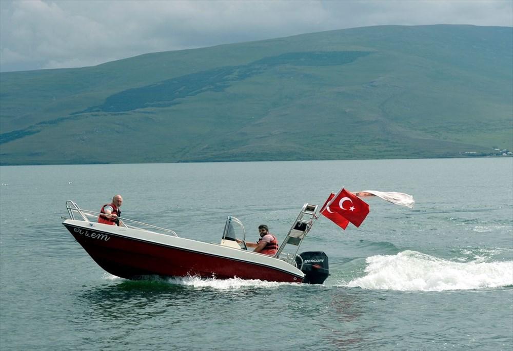 Çıldır Gölü'nde kışın atlı kızak, yazın tekne turu - 6