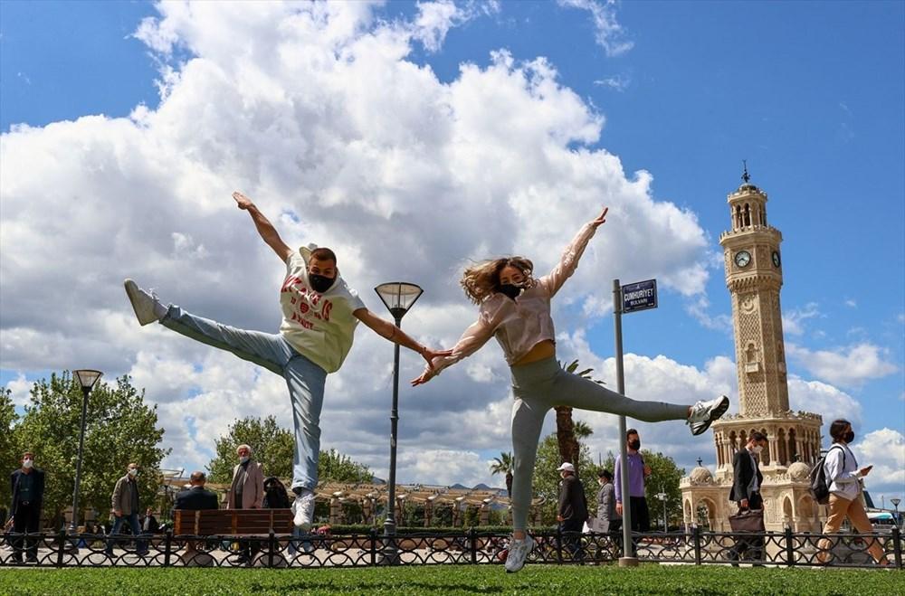 İzmir'de dansçılar meydanları sahneye dönüştürdü - 11