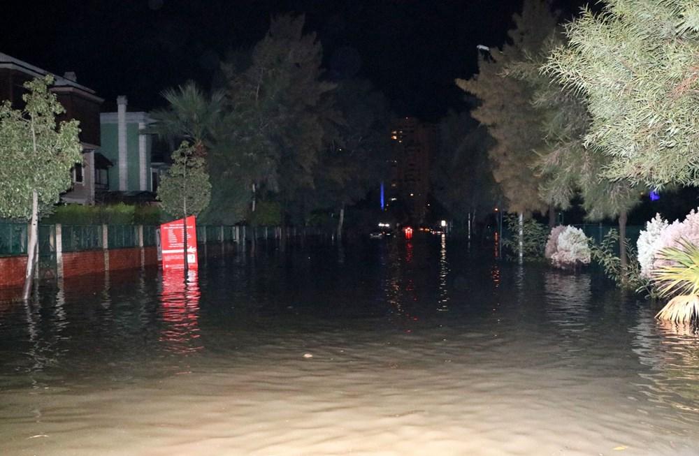 İzmir'de yağışın ardından deniz taştı: 1 kişinin cansız bedenine ulaşıldı - 13
