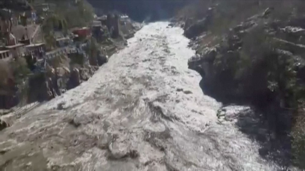 Hindistan'da nehre düşen buz kütlesi sele neden oldu: 170 kayıp, 14 ölü - 2