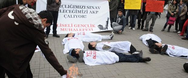 'Harçlığımızı sınav, geleceğimizi AKP çalıyor'