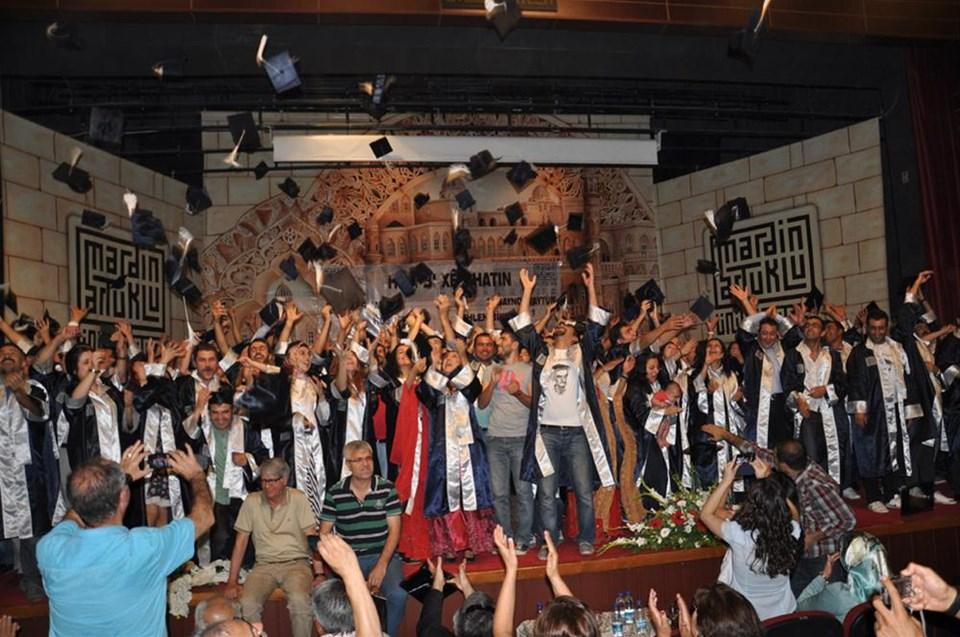 Kürtçe öğretmen adayları mezun oldu