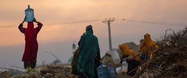 pakistan su kadın.jpg