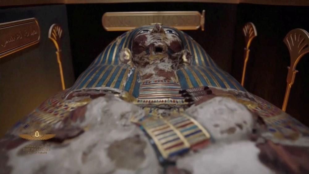 Mısır'da 18 kral ve 4 kraliçenin mumyası kortej eşliğinde müzeye taşındı - 11