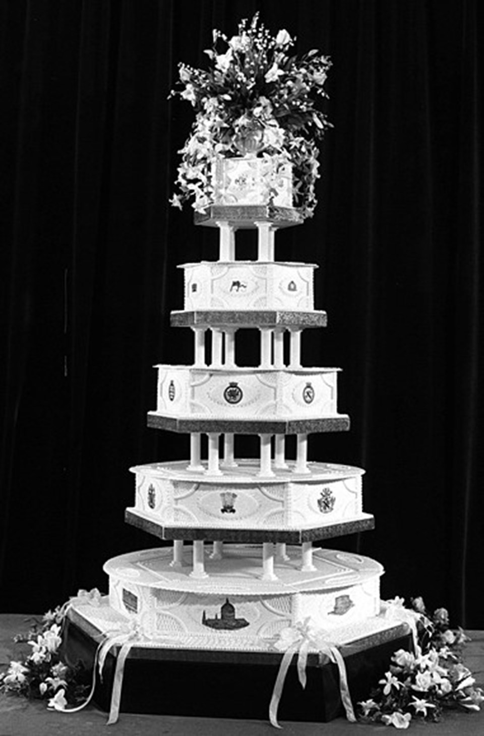 Prenses Diana ile Prens Charles çiftinin düğün pastası
