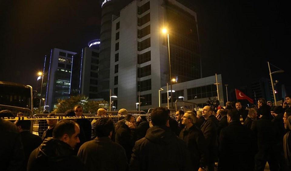 Bank Asya Genel Müdürlük binasına emniyet şeridi çekilerek giriş çıkışlar yasaklandı