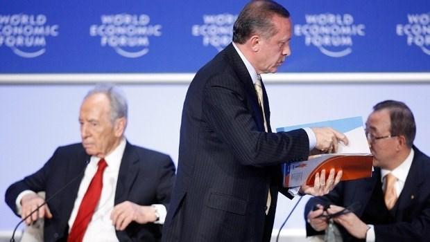 """Türkiye, 2009'da Cumhurbaşkanı Recep Tayyip Erdoğan'ın başbakanlığı döneminde """"Davos benim için bitmiştir"""" diyerek terk ettiği zirveden bu yana ilk kez Başbakan düzeyinde temsil edilecek."""