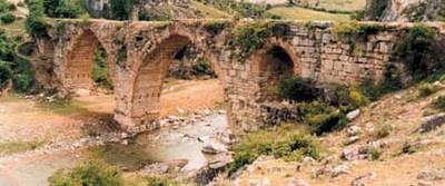 Dinlenme ve ibadet odalı tarihi köprü