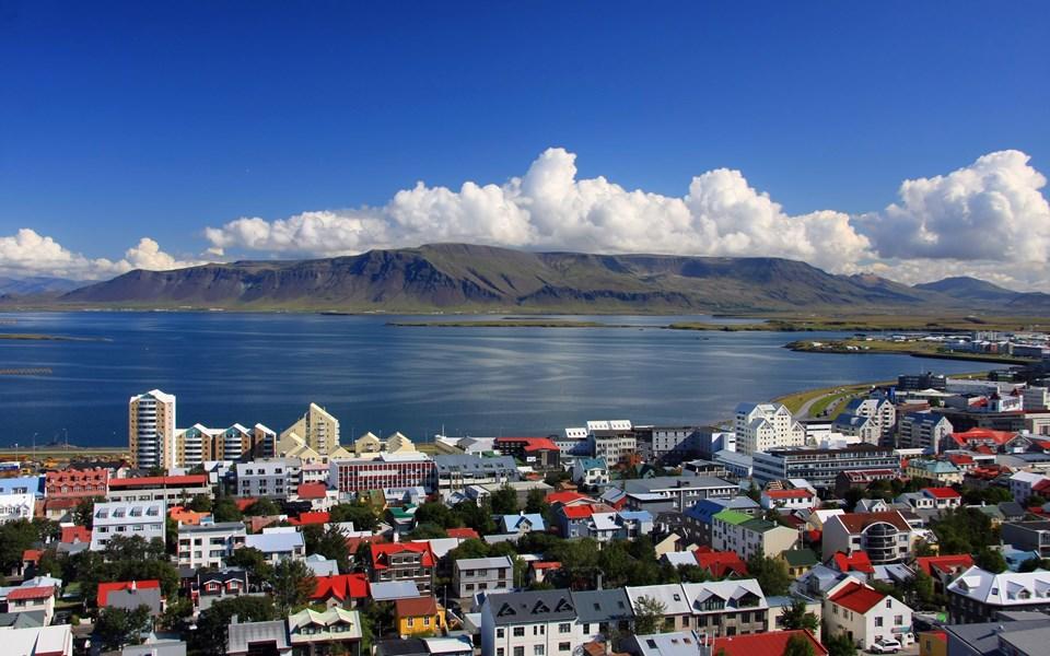 8- İZLANDA