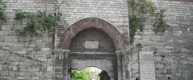 İstanbul'un kapıları, semt isimlerinde yaşıyor