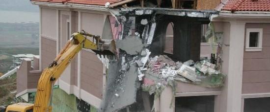 Lüks villalarda yıkım!