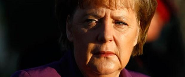 Merkel: İflasa izin vermek güveni yok eder