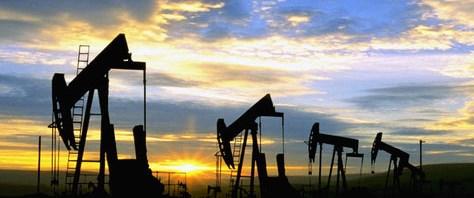 Petrol 100'ü gördü, üretim iki yılın zirvesinde