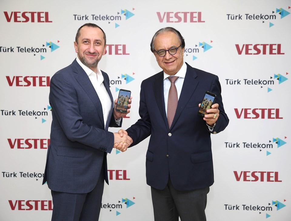 Türk Telekom Satış ve Müşteri Hizmetleri Genel Müdür Yardımcısı Ümit Önal, Vestel Şirketler Grubu İcra Kurulu Başkanı Turan Erdoğan
