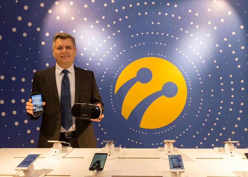Murat Erkan (Turkcell Genel Müdür Yardımcısı) yeni T serisi ürünleri İstanbul'da tanıttı.
