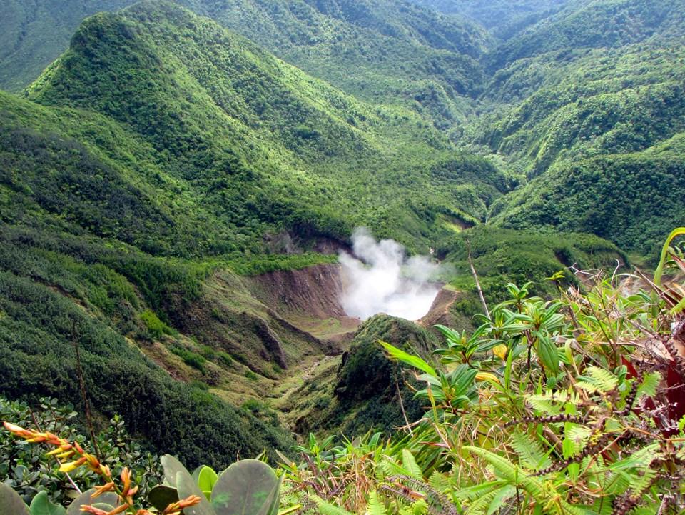 Mavi plajları, sık ormanları, bereket fışkıran volkanik toprakları ve bozulmamış sahilleri ile dünya üzerinde Karayip Adaları kadar güzel çok az yer kaldı...