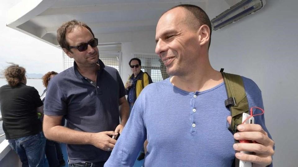 Rock yıldızı gibi karşılanan Varoufakis Yunanistan'da aylardır gündemde...