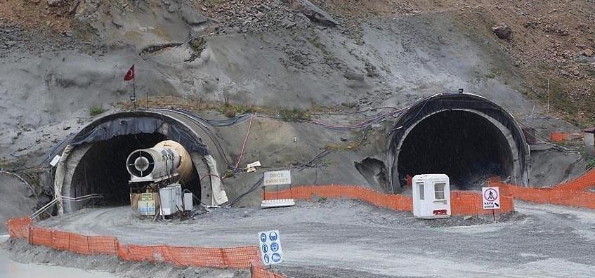 Ovit Tüneli,Rize'nin İkizdere ilçesi ile Erzurum'un İspir ilçesi arasındabulunuyor.