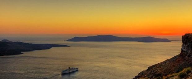 Yunanistan ada satıyor