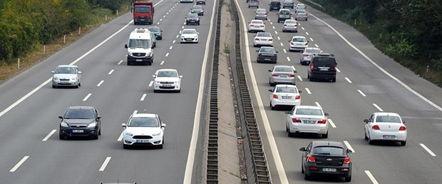 otomobil yol trafik.jpg