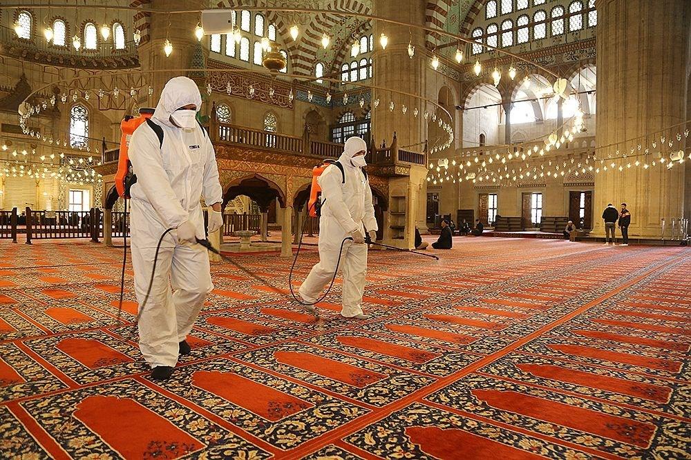 Selimiye Camisi corona virüs tehlikesine karşı dezenfekte edildi   NTV
