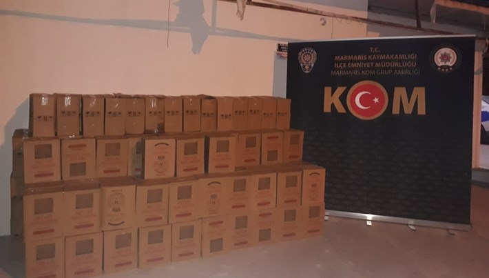 Marmaris'te bir otelin deposunda bin 320 şişe sahte içki ele geçirildi