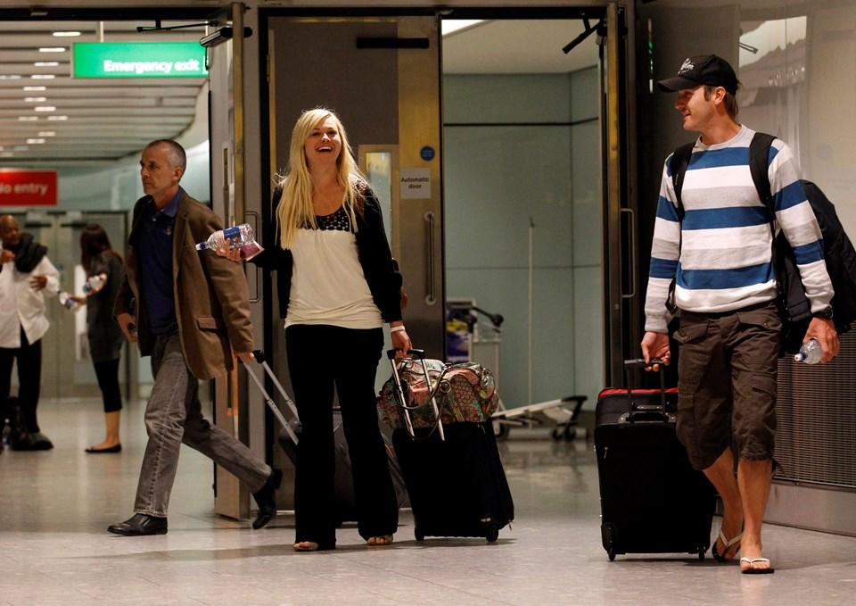Vancouver'dan gelenler, Heathrow'a 6 gün sonra gelen ilk yolcular oldu.