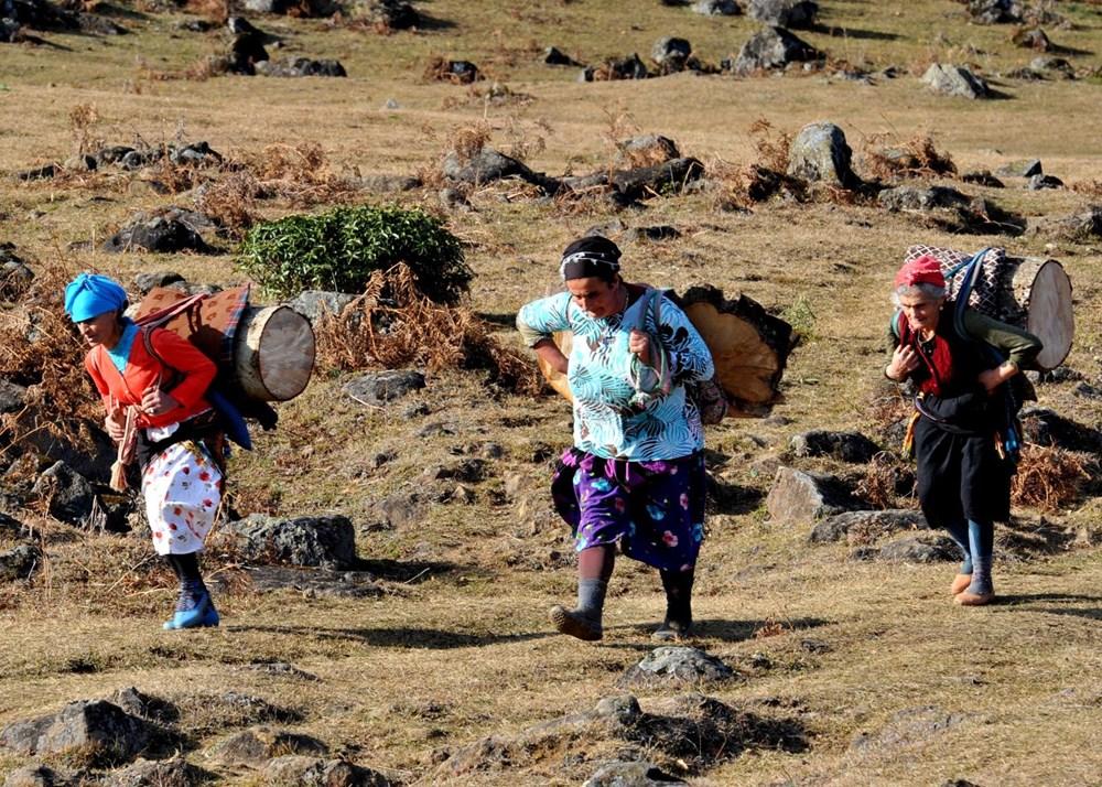 Karadeniz'in çalışkan kadınları: Köy toplansa evde tutamaz - 7