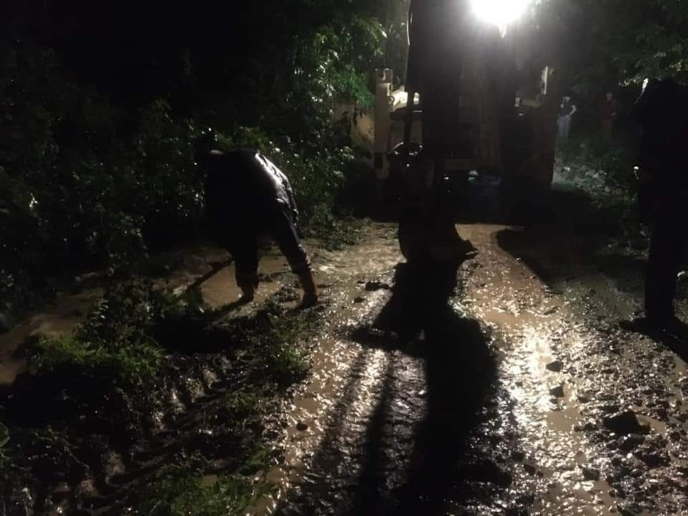 Düzce'de dere taştı, yol çöktü: Kentte sağanak etkili oldu - 3