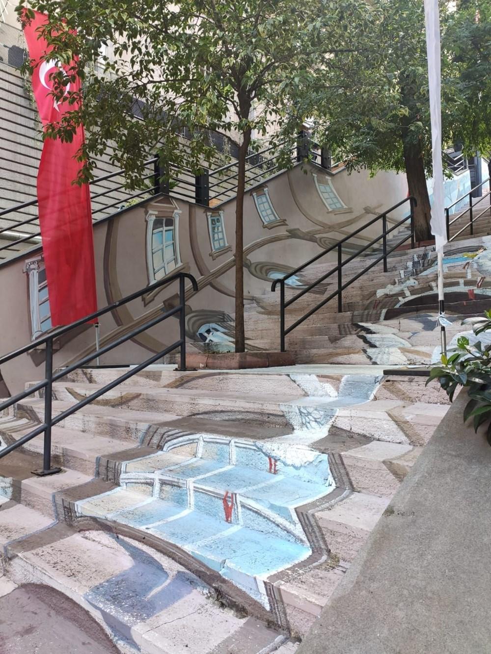 Galata Kulesi merdivenlere resmedildi - 4