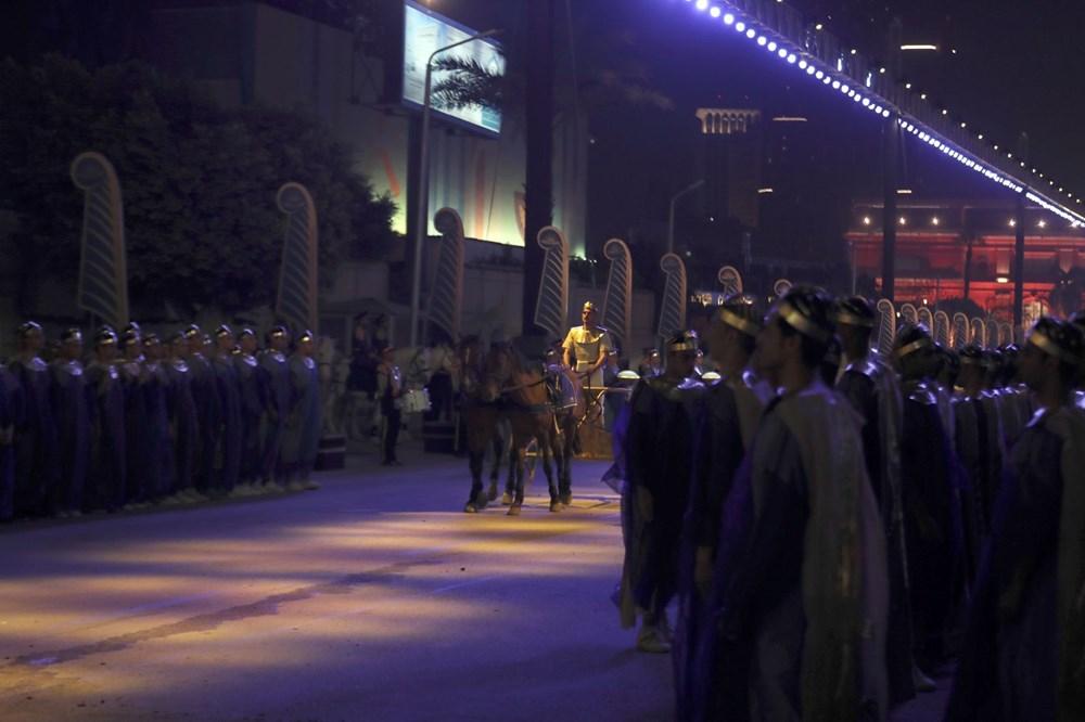 Mısır'da 18 kral ve 4 kraliçenin mumyası kortej eşliğinde müzeye taşındı - 8
