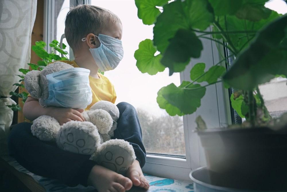 """<p>Southampton Hastanesi'nden çocuk enfeksiyon hastalıkları danışmanı Sanjay Patel, """"Çocuklar kesinlikle yetişkinler kadar covid-19'la enfekte olmuyor ve onlar kadar etkilenmiyor. Ancak, şu anda corona virüs testi sadece hastanelerde yetişkinlere yapılıyor. Sandığımızdan çok daha fazla çocuğa corona virüs bulaşmış olabilir """"dedi.</p> <p></p>"""