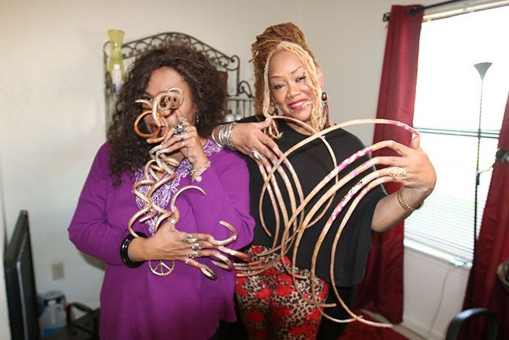 7 meters 33 centimeters: The person with the longest nails in the world cut their nails after 30 years - 11