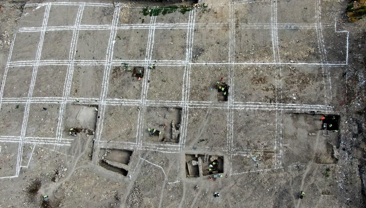 Sivas'taki kazıda ortaya çıkan iki seramik parçası heyecan uyandırdı