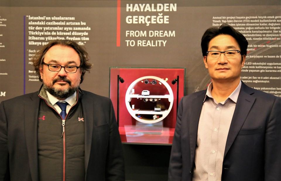Avrasya Tüneli İşletme İnşaat ve Yatırım A.Ş.'nin (ATAŞ) Yönetim Kurulu Başkanı Başar Arıoğlu ve Koreli CEO Sungjin Lee