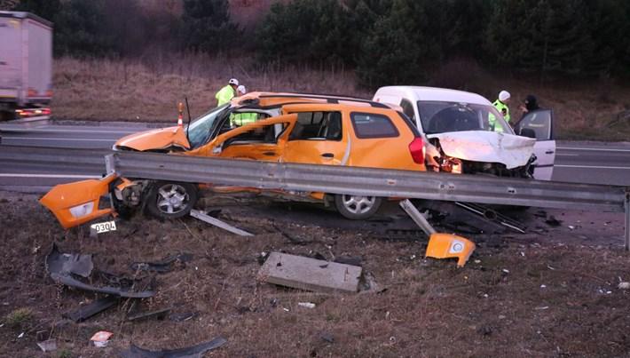 Bolu'da hafif ticari araç taksiyle çarpıştı: 1 ölü, 2 yaralı