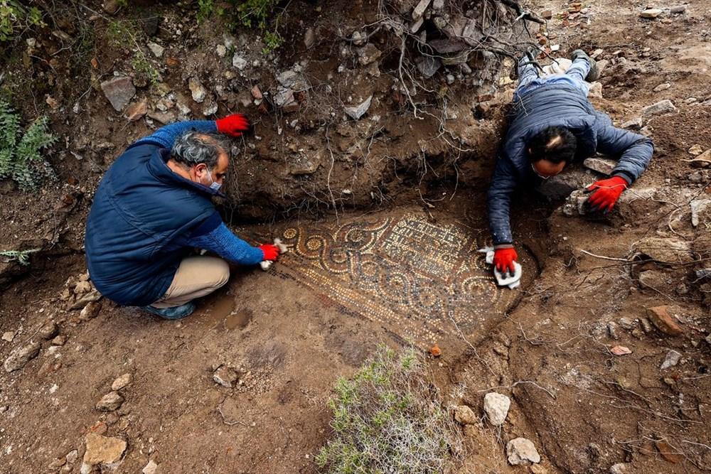 İzmir'de kaçak kazı sırasında manastır ve 1500 yıllık mozaik bulundu - 9